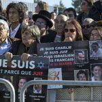 Francia continúa protestando por ataque a Charlie Hebdo.