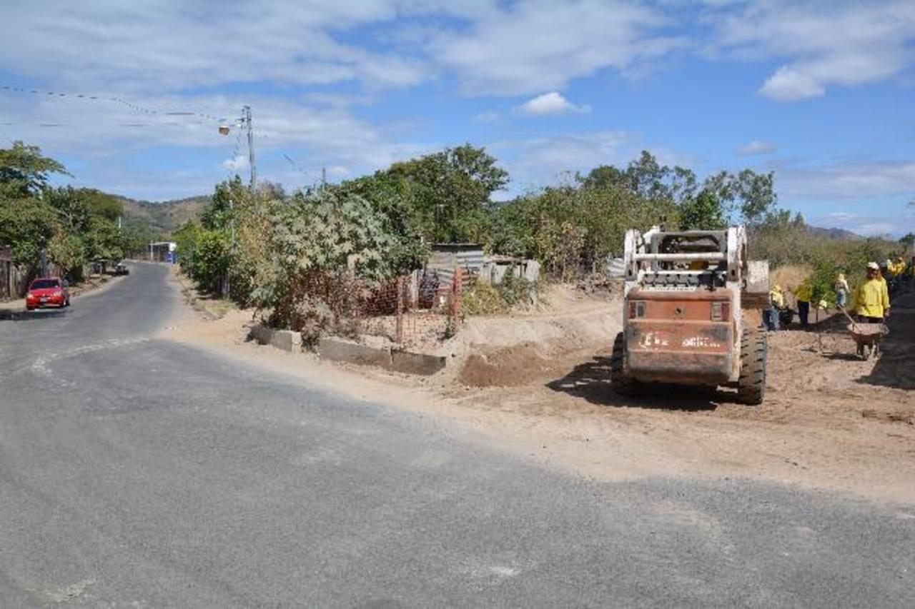 Los conductores tendrán problemas en circular por la ejecución de las obras. Foto EDH / Iris Lima
