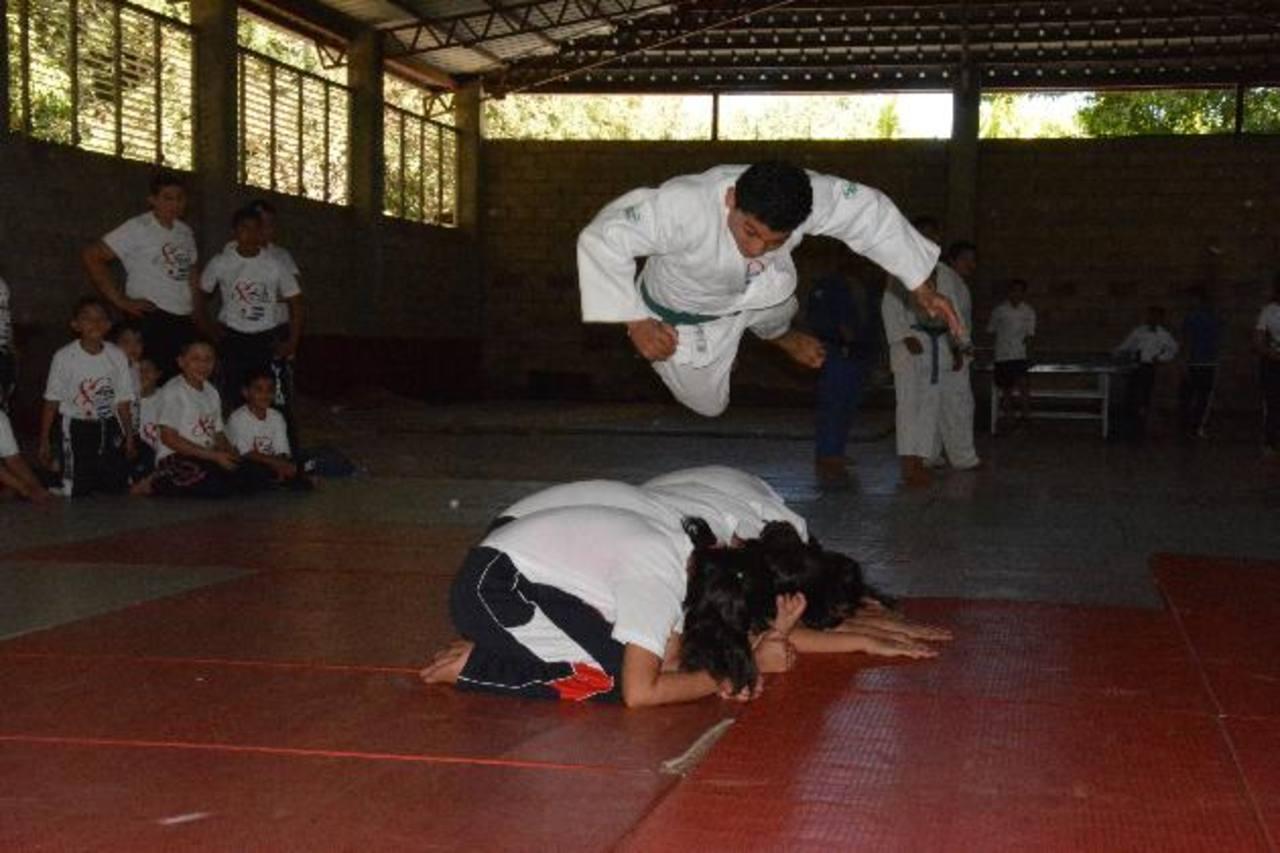 Hubo karate durante el acto de agradecimiento a japoneses.