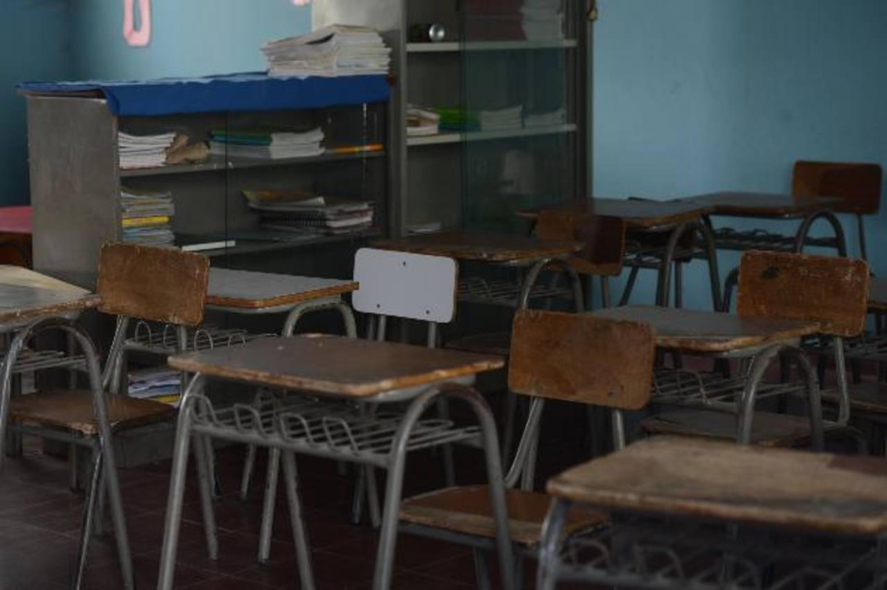 En la escuela Dr. Victorino Ayala los niños tienen instrucción de utilizar mochilas transparentes. Fotos EDH / Douglas Urquilla.