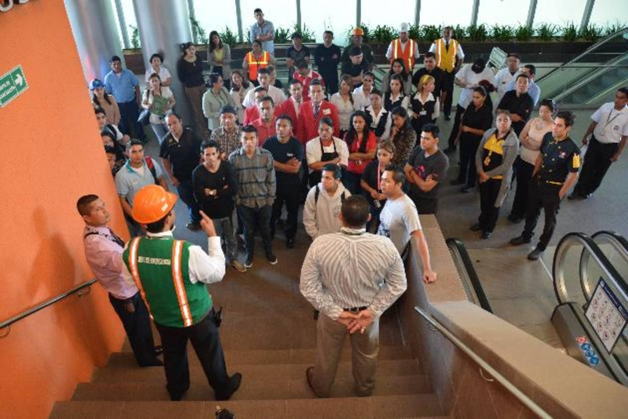El centro comercial instruyó a todo el personal con medidas para una evacuación de emergencia. FOTO EDH/ Cortesía