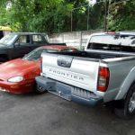 En los vehículos robados que fueron recuperados por la PNC fueron halladas dos armas de fuego. Foto EDH /Archivo
