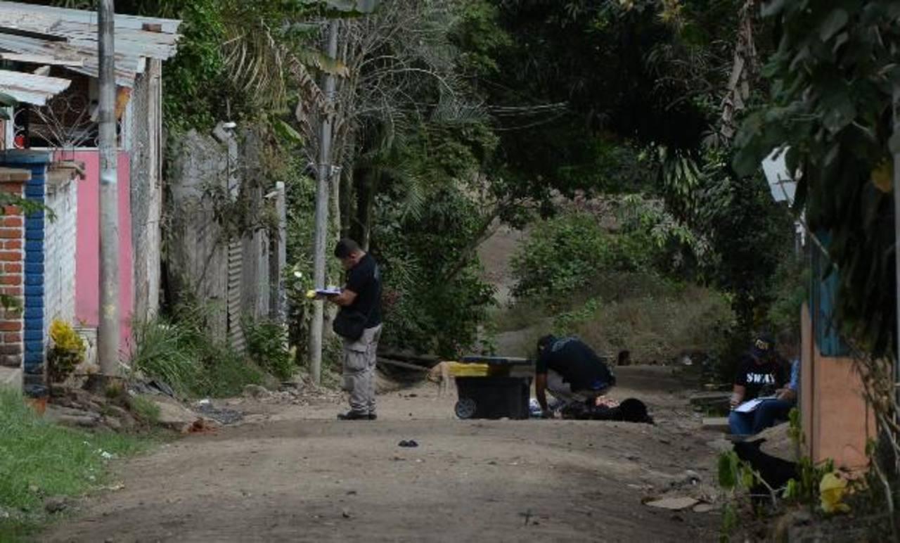 Este es el sitio de la colonia Las Colinas, en Armenia, Sonsonate, donde un hombre impidió que dos supuestos pandilleros lo asaltaran y los mató a balazos. Foto EDH / Jaime Anaya.