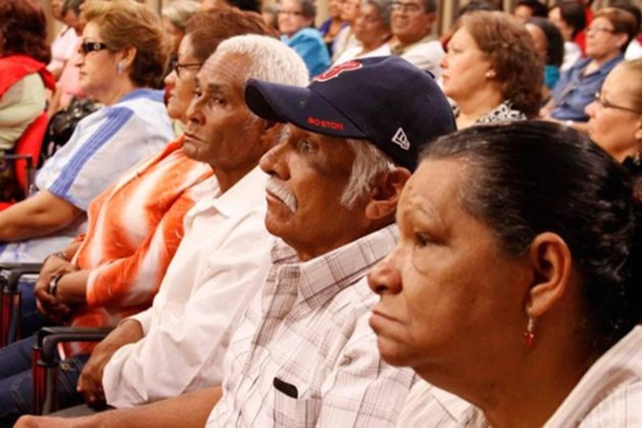 La reforma de pensiones procurará lograr la estabilidad de las finanzas públicas. foto edh