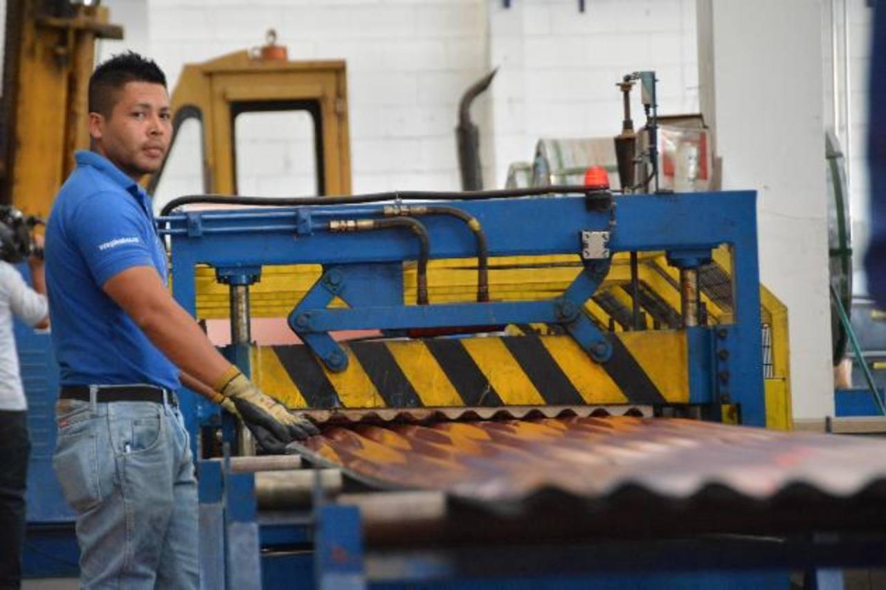 En la fabricación de techo no tiene que pagar por el material que no va a utilizar. FOTO EDH/ David Rezzio.