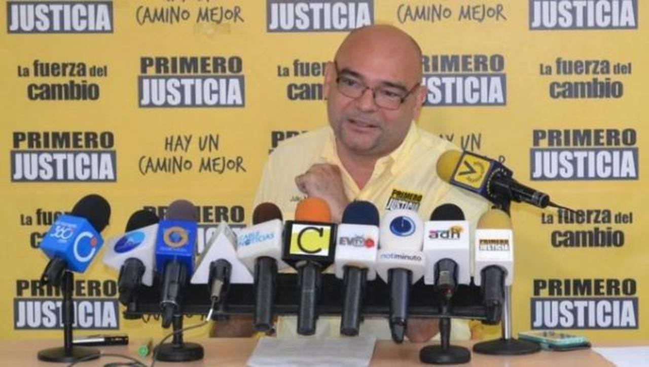 El diputado Julio Montoya, del partido político opositor Primero Justicia (PJ), presentó la denuncia en la Fiscalía. foto edh / internet