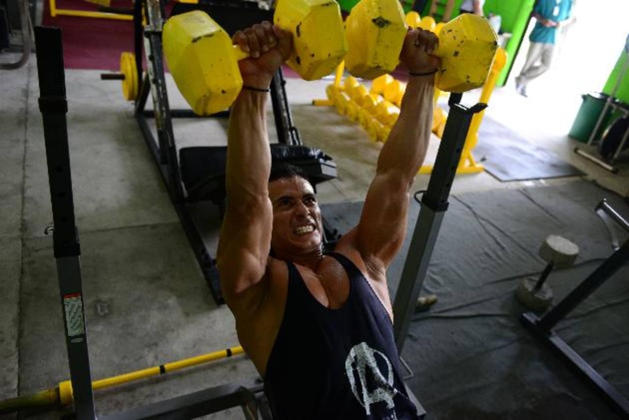 El agente de la UMO, Johnny Stanley Rivas Martínez, representó al país en campeonatos de fisicoculturismo. Fue atacado por pandilleros en octubre pasado.