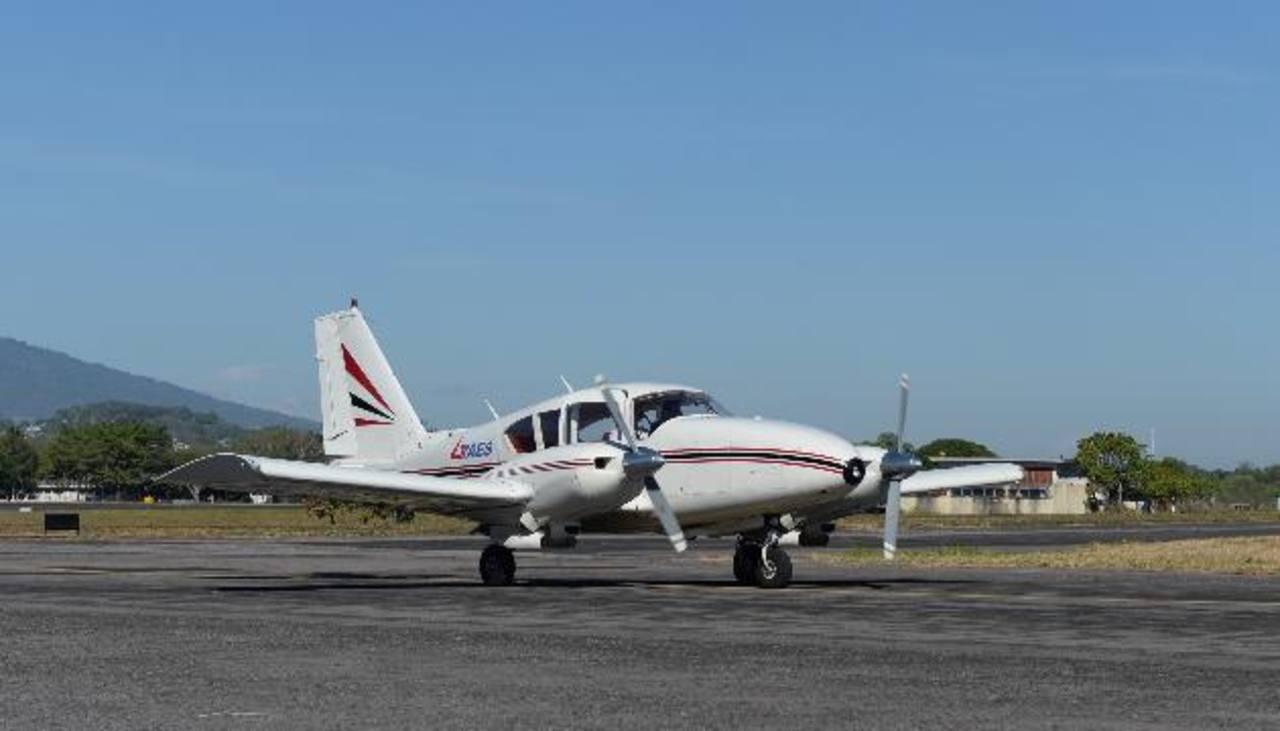 TAES iniciará el servicio de taxis aéreos con una flota de aviones Piper con capacidad para transportar a siete personas cada uno. Foto EDH/ Marlon Hernández