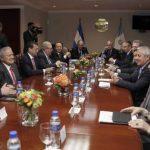 Presidentes de El Salvador y Guatemala reunidos con sus equipos de trabajo, en la Casa Presidencial . foto edh / cortesÍa