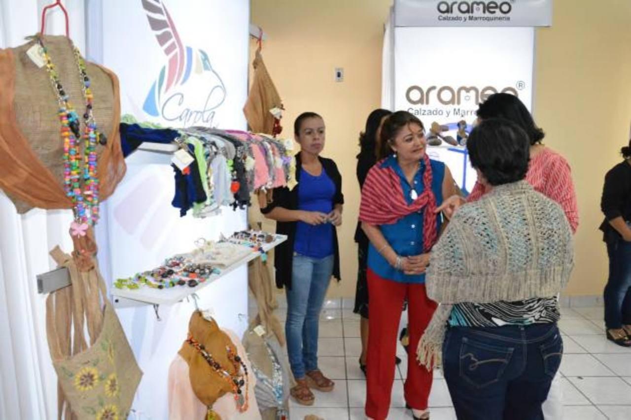 Al grupo de mujeres se les dará asesorías empresariales para que puedan montar su negocio. Foto EDH / Cristian Díaz
