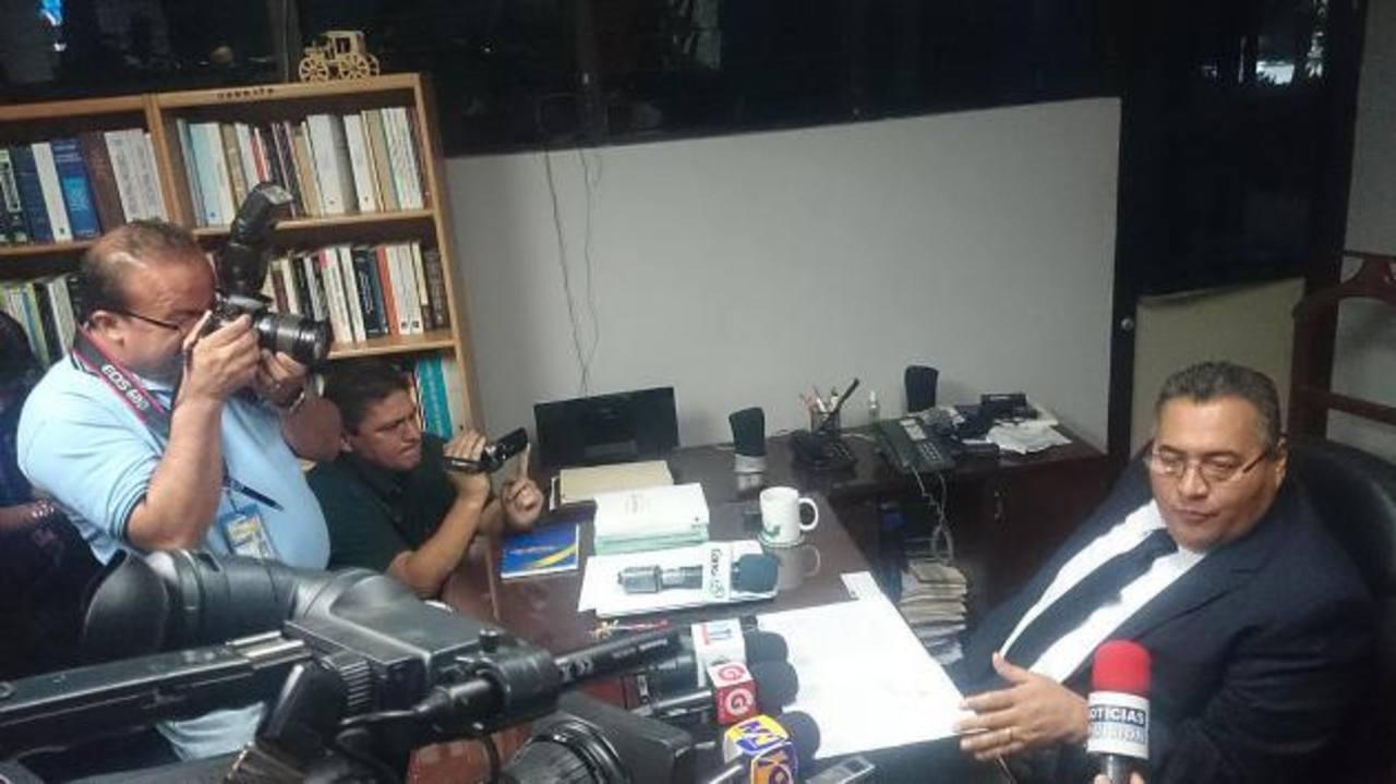 El Juez 1o. de Instrucción, Levis Italmir Orellana, negó ayer que haya entorpecido pruebas en el caso Flores. Foto EDH / Jaime García