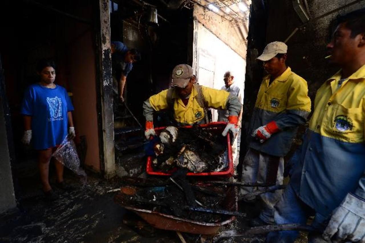 En otro incendio en un comedor hubo dos quemados.La niña de 3 años dormía en su habitación cuando se produjo el incendio de su casa, en Ayutuxtepeque. Foto EDH / Jorge Reyes
