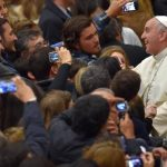 """Papa Francisco dice que buenos padres no pegan """"una bofetada en la cara"""" a sus hijos"""