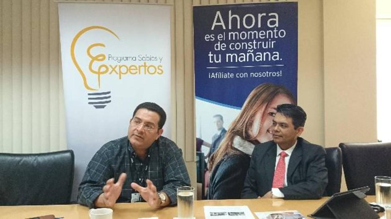 René Vásquez, de Aldesa, y Ricardo Pineda, de AFP Confía, se mostraron entusiasmados por los resultados. foto edh / K. molina