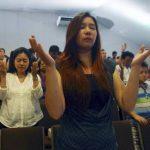 Plegarias en Indonesia; sigue búsqueda del avión de AirAsia