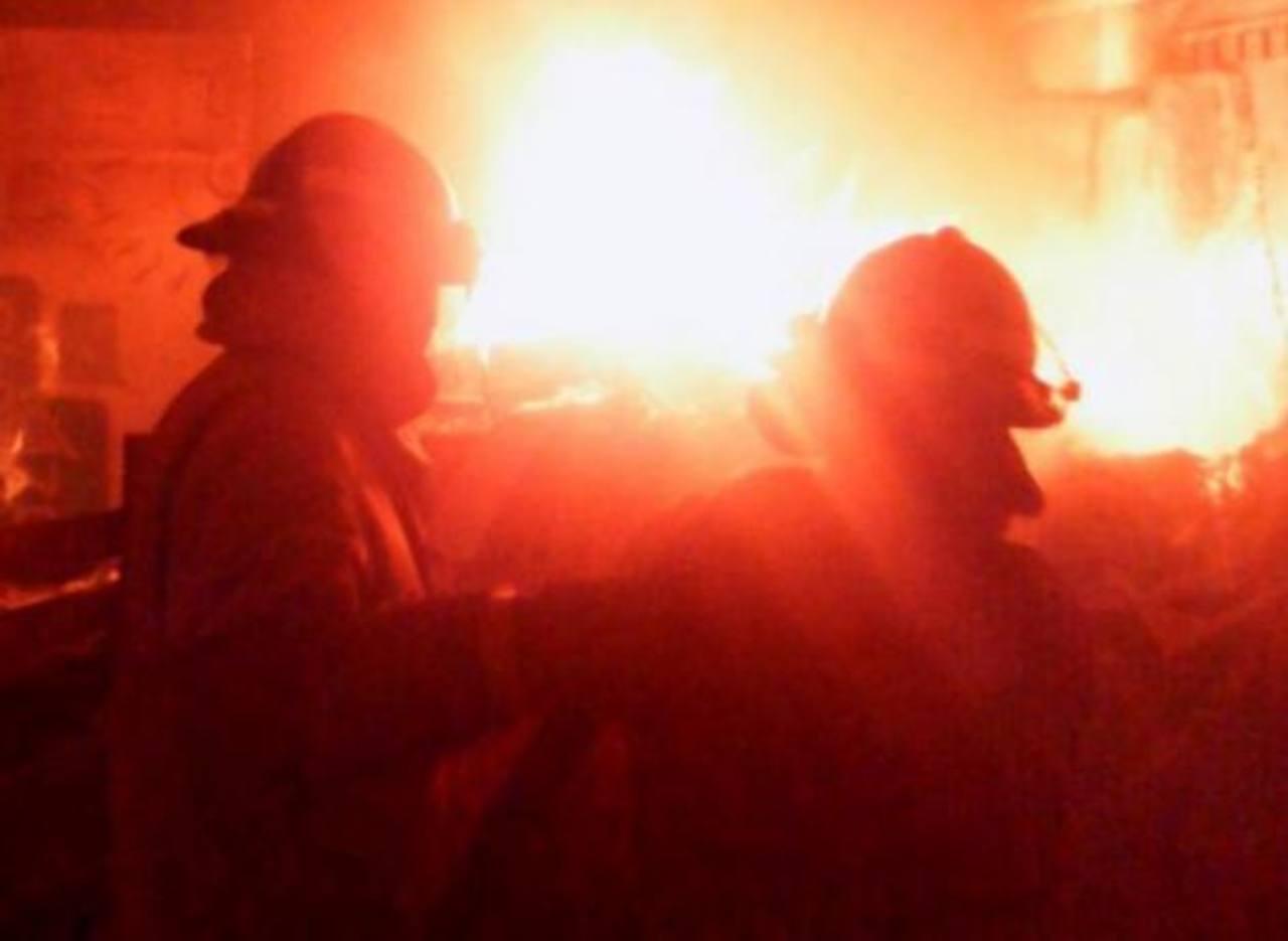 Incendio en recicladora de plásticos en Soyapango