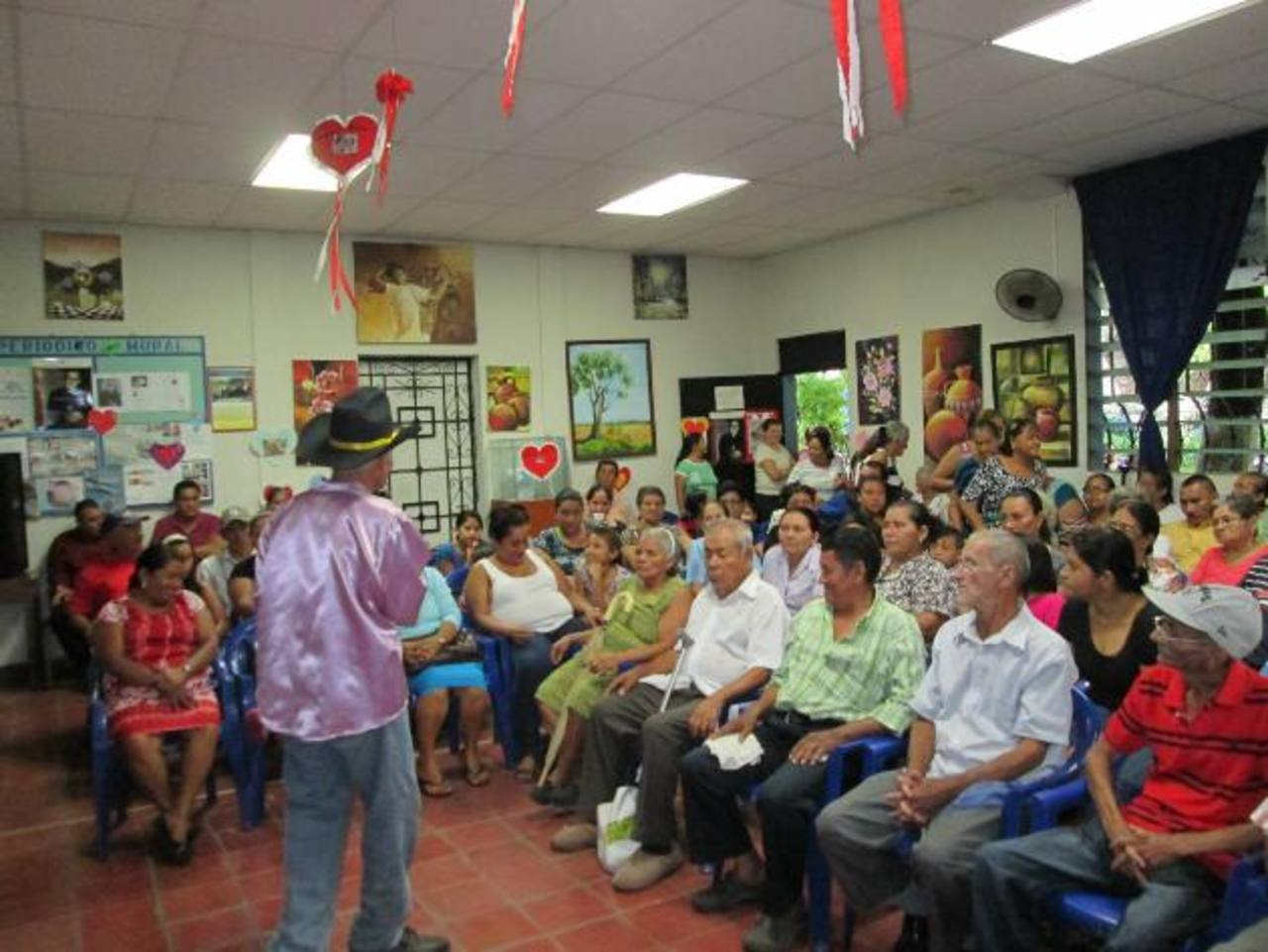 Cada año en el agasajo a los adultos mayores, se desarrollan diferentes actividades artísticas y culturales. Foto EDH / cortesía