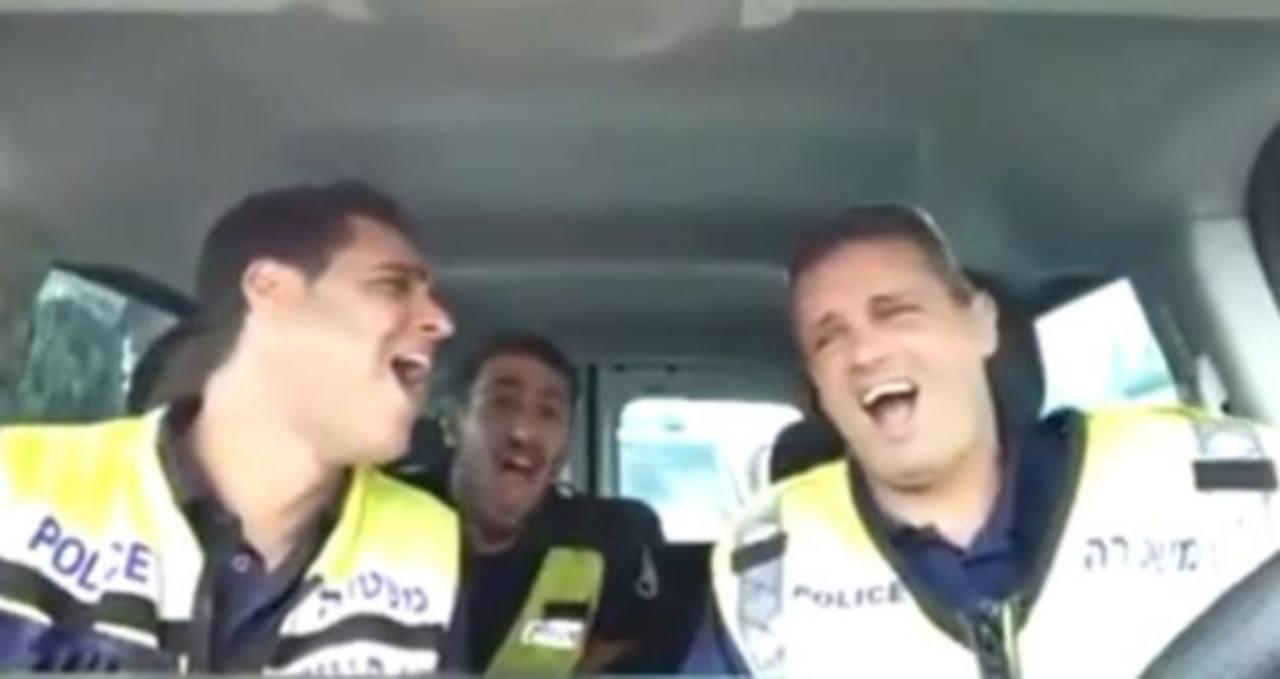 """VIDEO: La versión policial del """"Rey León"""" causa sensación en redes sociales"""