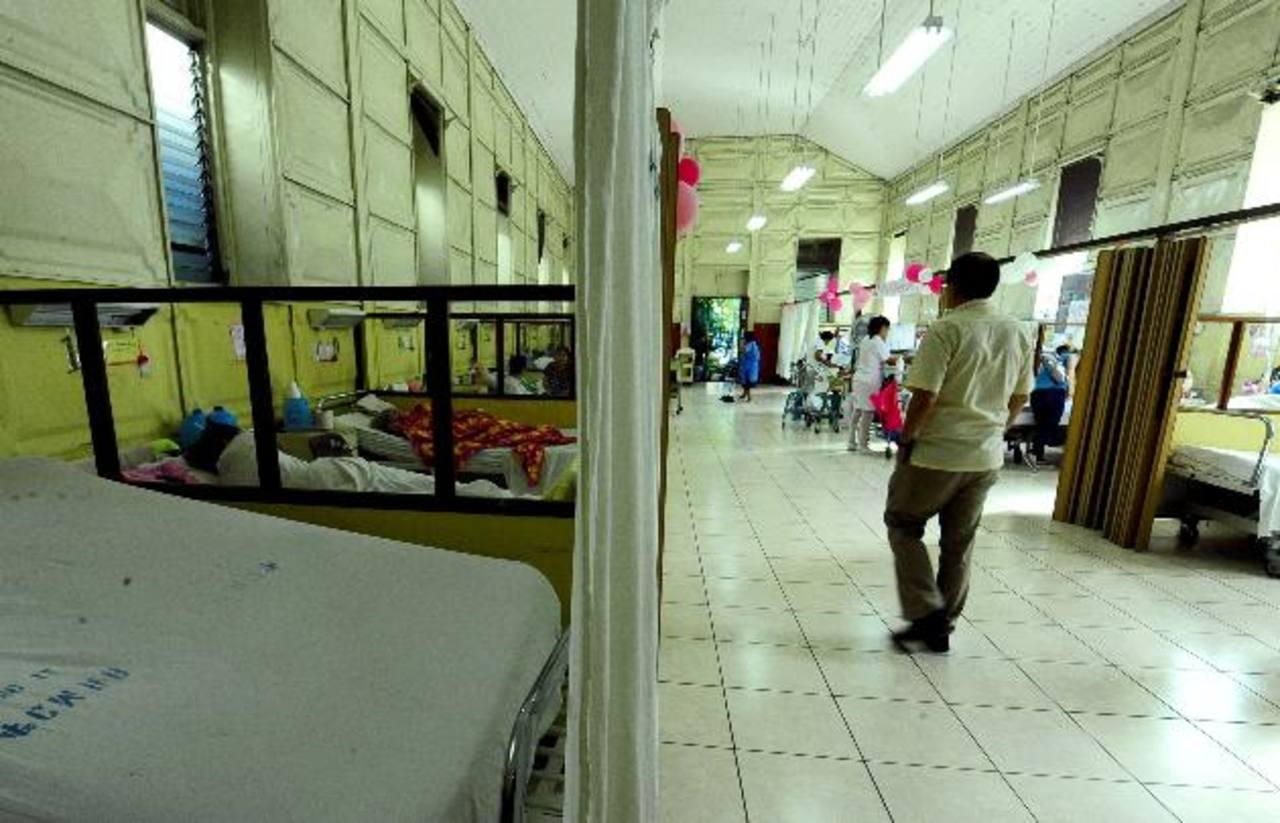 Los pacientes de Oncología del Rosales carecen de todos los fármacos necesarios para su tratamiento. Foto EDH / Archivo