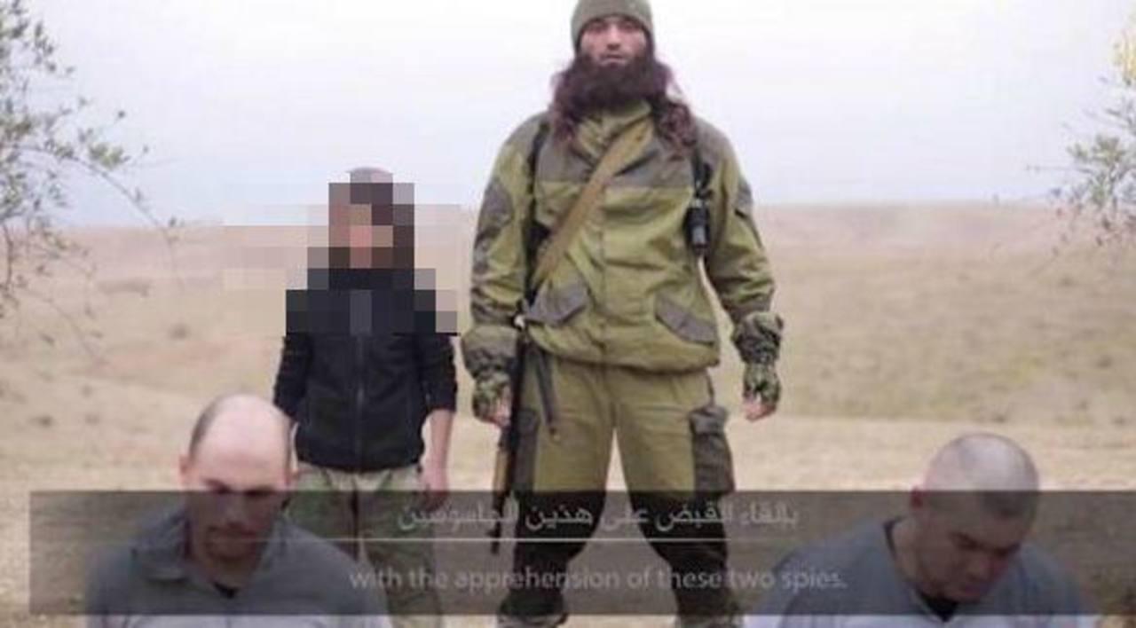 Un vídeo del EI muestra el asesinato de dos agentes rusos a manos de un niño