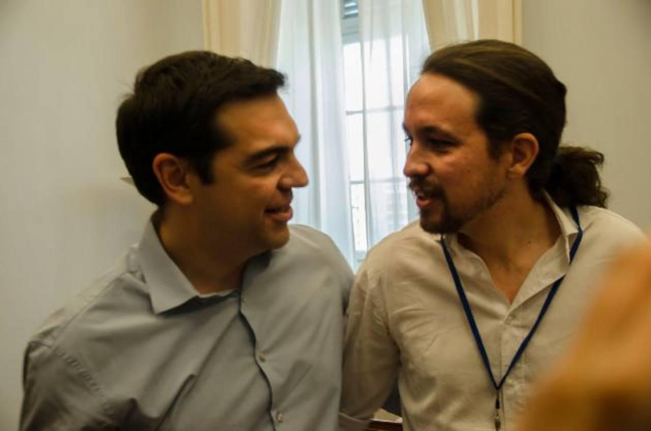 El español Pablo Iglesias, líder de Podemos, y el griego Alexis Tsipras, dirigente de Syriza. foto edh / tomada de Eldiario.es