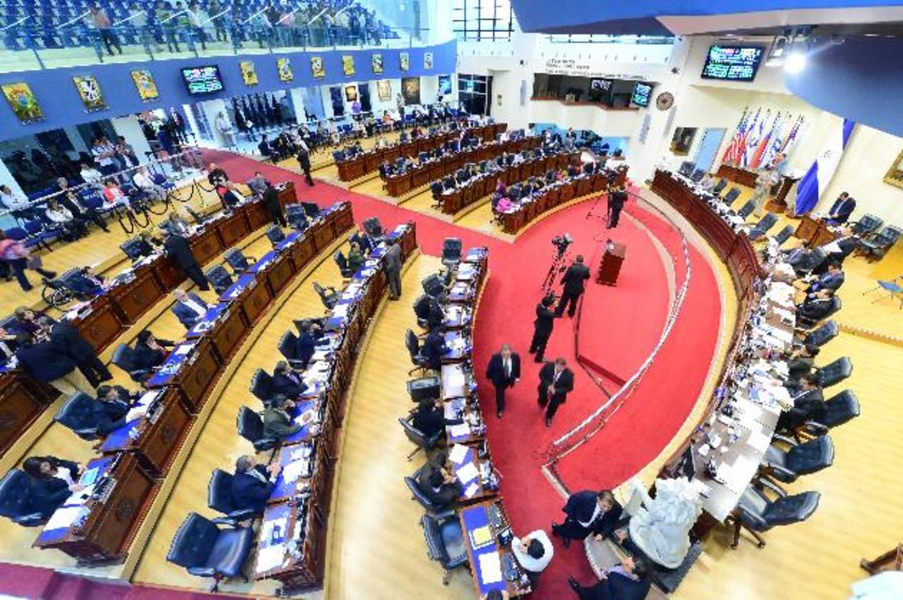 Por orden de la Sala de lo Constitucional de la CSJ, la Asamblea Legislativa debe aprobar una nueva fórmula para mejorar la rentabilidad de ahorros de pensiones. Foto edh / archivo