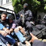 Sospechosos de matar a policía en Santa Ana fueron presentados ayer . Foto EDH / Claudia Castillo.