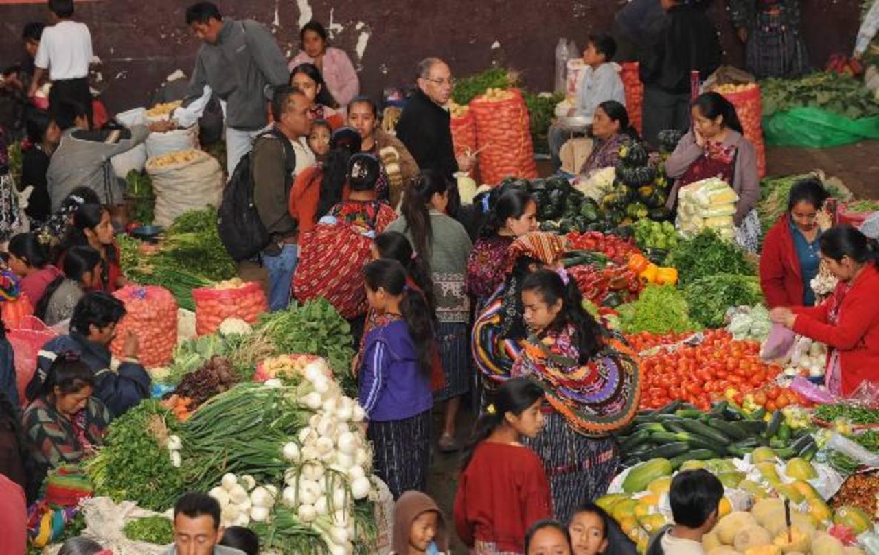 La canasta básica de Guatemala cerró con un costo de $426.44. Foto EDH / archivo