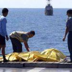 Halladas 69 de las 162 personas que iban en el avión de AirAsia siniestrado