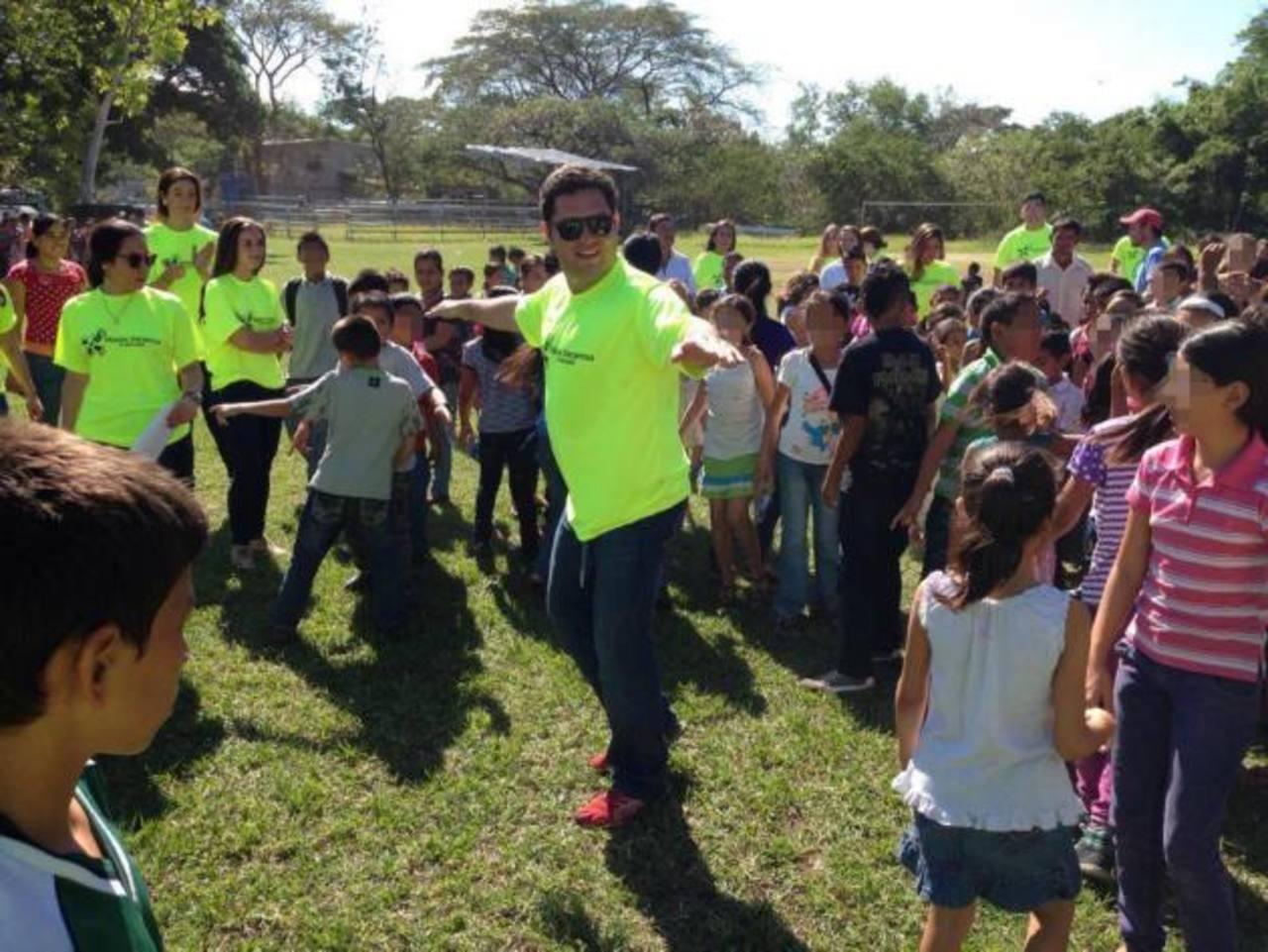 Los voluntarios fueron los encargados de hacer dinámicas y concursos. Durante la jornada que se llevó a cabo en diciembre se entregaron juguetes a los pequeños.