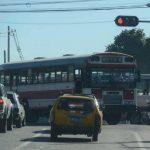 Varias rutas de buses desarrollan desde este domingo un nuevo recorrido debido a la prueba piloto del Sitramss. En la imagen una 41-E se desplaza por el sector conocido como La Garita.