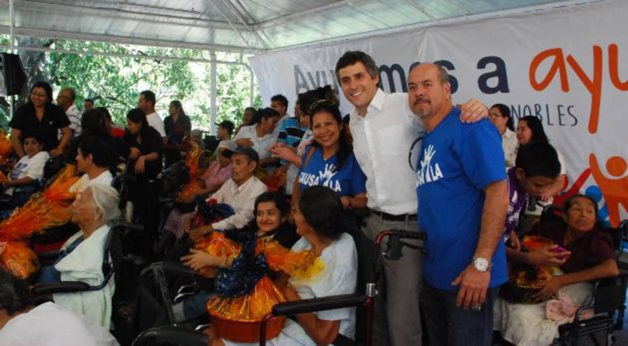 Carlos Calleja, vicepresidente de Grupo Calleja, y Jorge Umaña, presidente de Causa LA. Foto EDH cortesía