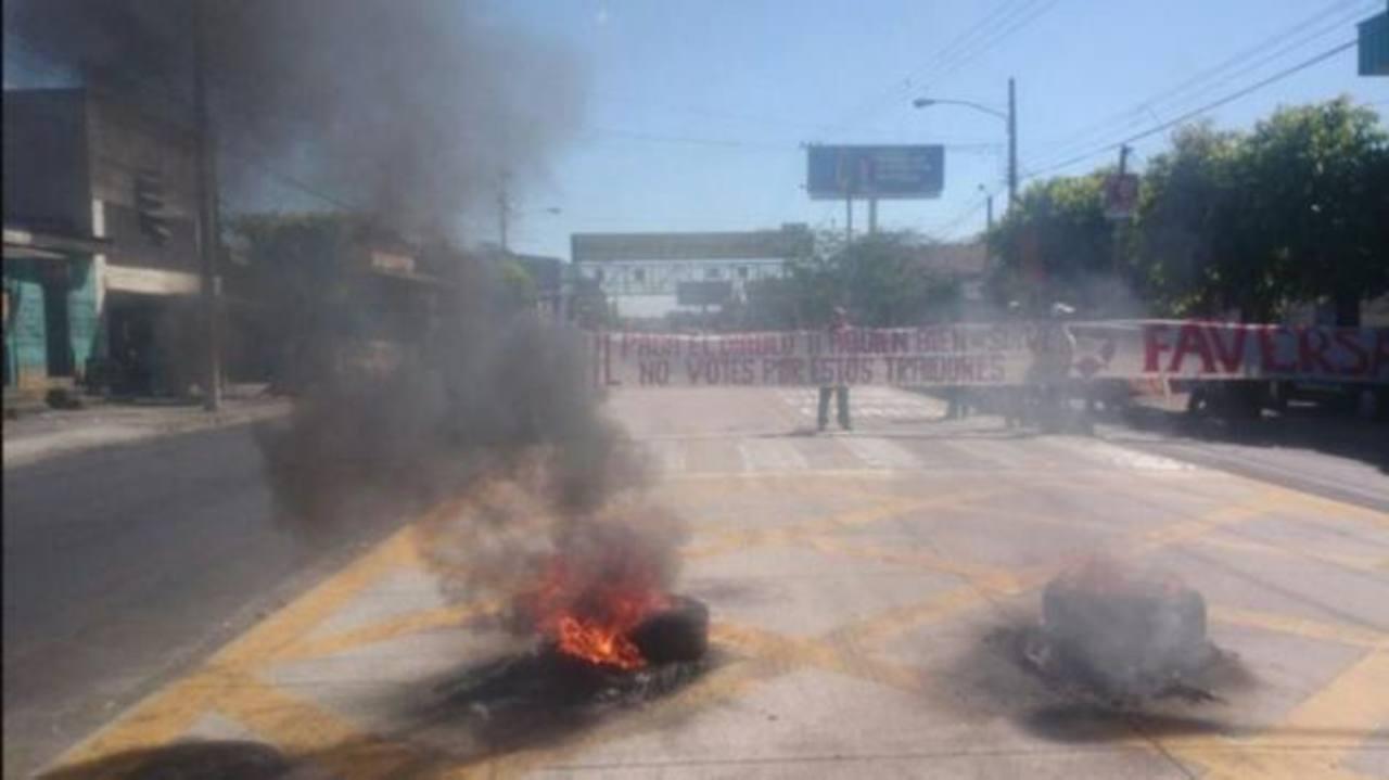 Protesta de veteranos de guerra del FMLN sobre la Juan Pablo II.