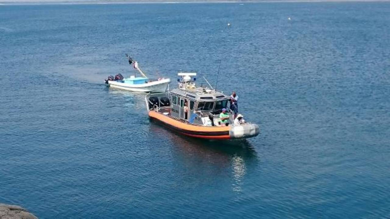 Lancha detectada por la Fuerza Naval en patrullajes rutinarios en Sonsonate, guatemaltecos detenidos por pesca ilegal.Foto EDH / INSY MENDOZA