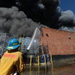 Expertos de EE.UU. investigan incendio en centro comercial