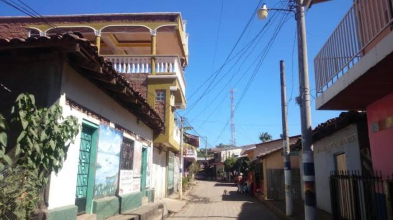 El cantón Olomega es uno de los cantones más grandes de El Carmen y hasta hoy las familias no cuentan con agua potable. Proyecto prevén entregarlo en febrero.