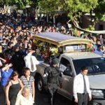 Decenas de personas acompañaron restos de cabo asesinado./