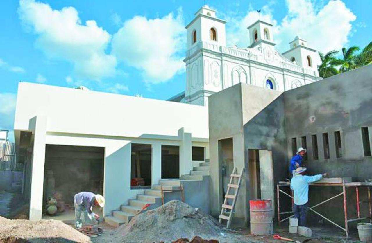 Las obras que están cerca de concluir se han ejecutado gracias a un préstamo que se debe pagar este año. Foto EDH / Cristian Díaz.
