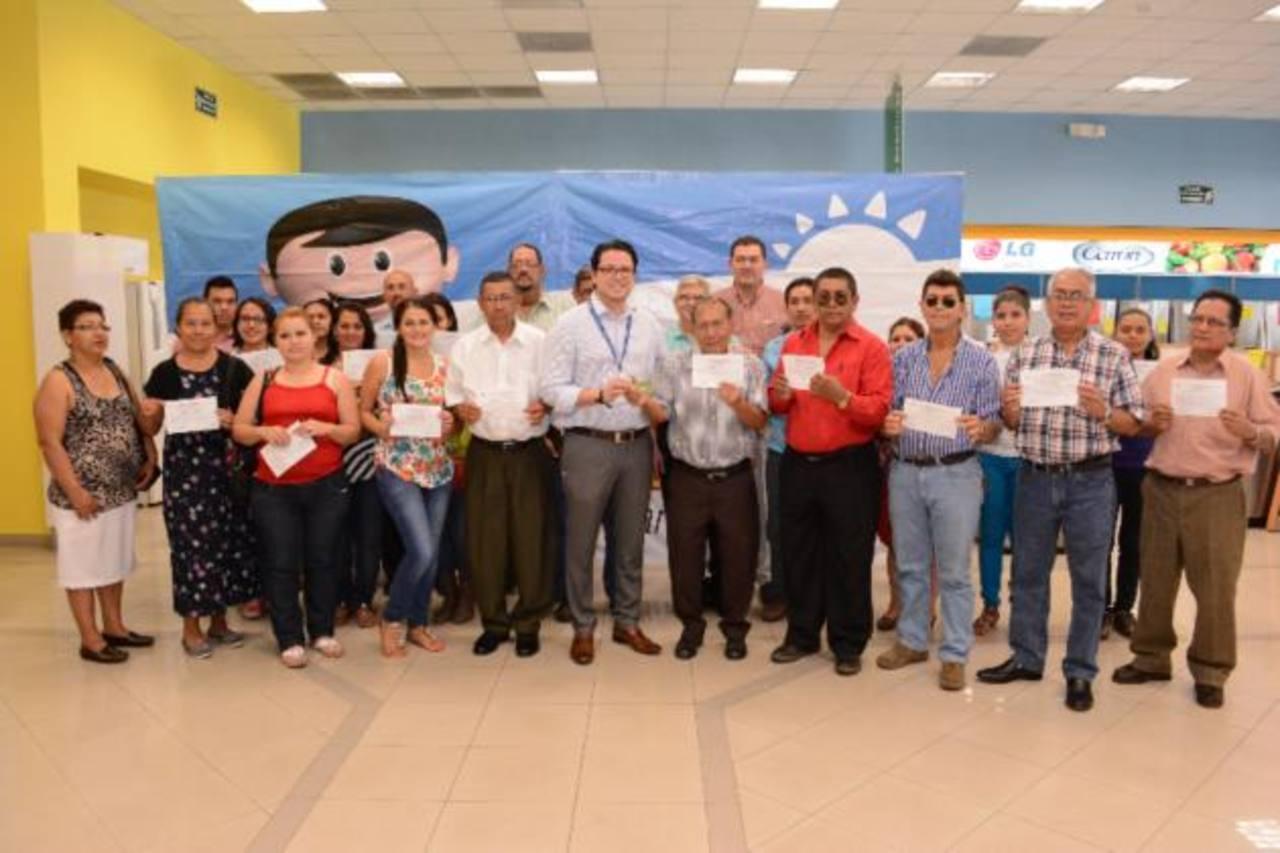 Los ganadores compraron $199 o más al crédito para poder participar en la promoción. Foto EDH/ Mario Díaz Galiano
