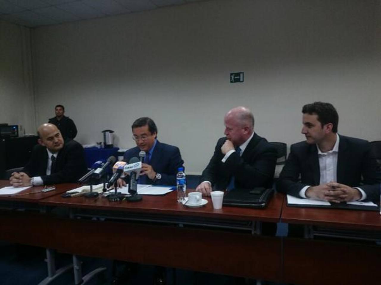 El fiscal Luis Martínez durante la conferencia de prensa que brindó junto al equipo del exalcalde de Nueva York, Rudolph Giuliani, y representantes de la ANEP.