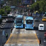 El Gobierno inició una prueba piloto haciendo circular algunos de los buses articulados del Sitramss sin pasajeros desde hace una semana. Foto EDH / ARCHIVO