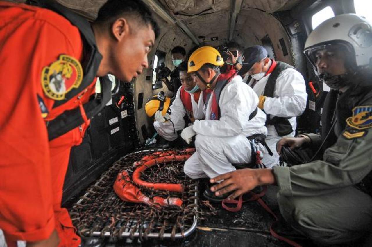 Fuertes corrientes amplían zona búsqueda de avión AirAsia