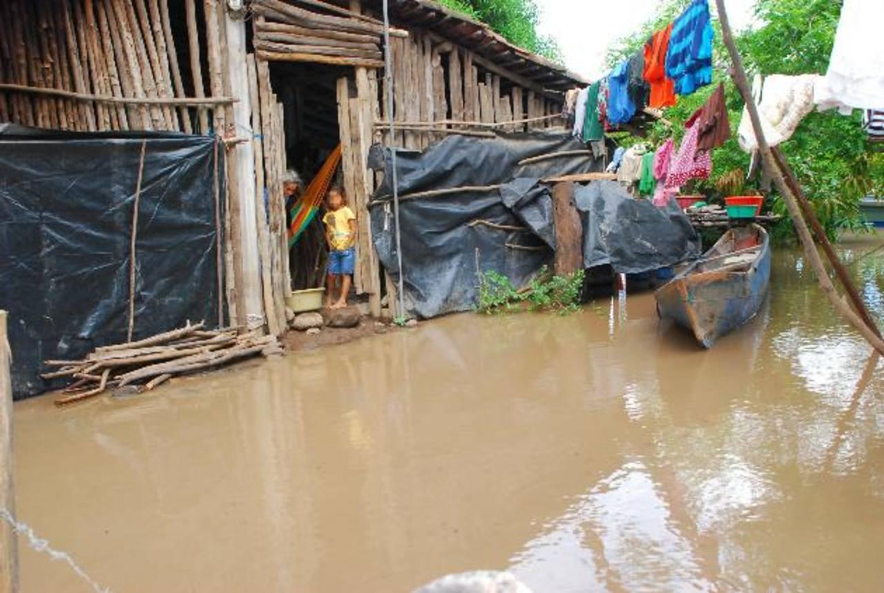 Las familias han esperado por cuatro meses por la ayuda de víveres, hasta ahora no les responden. foto edh / insy mendoza