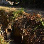 Las aguas negras llegan hasta el río El Molino, de la localidad. Foto edh / cristian díazLas aguas negras pasan por canaletas al aire libre, por lo que los malos olores son marcados.