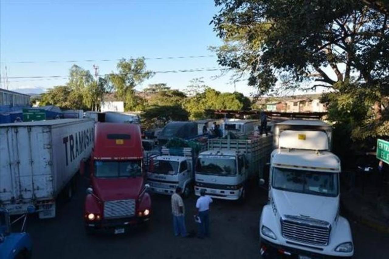 El transporte de carga no es competitivo debido a sus altos costos, según datos del Banco Mundial. Foto EDH/archivo