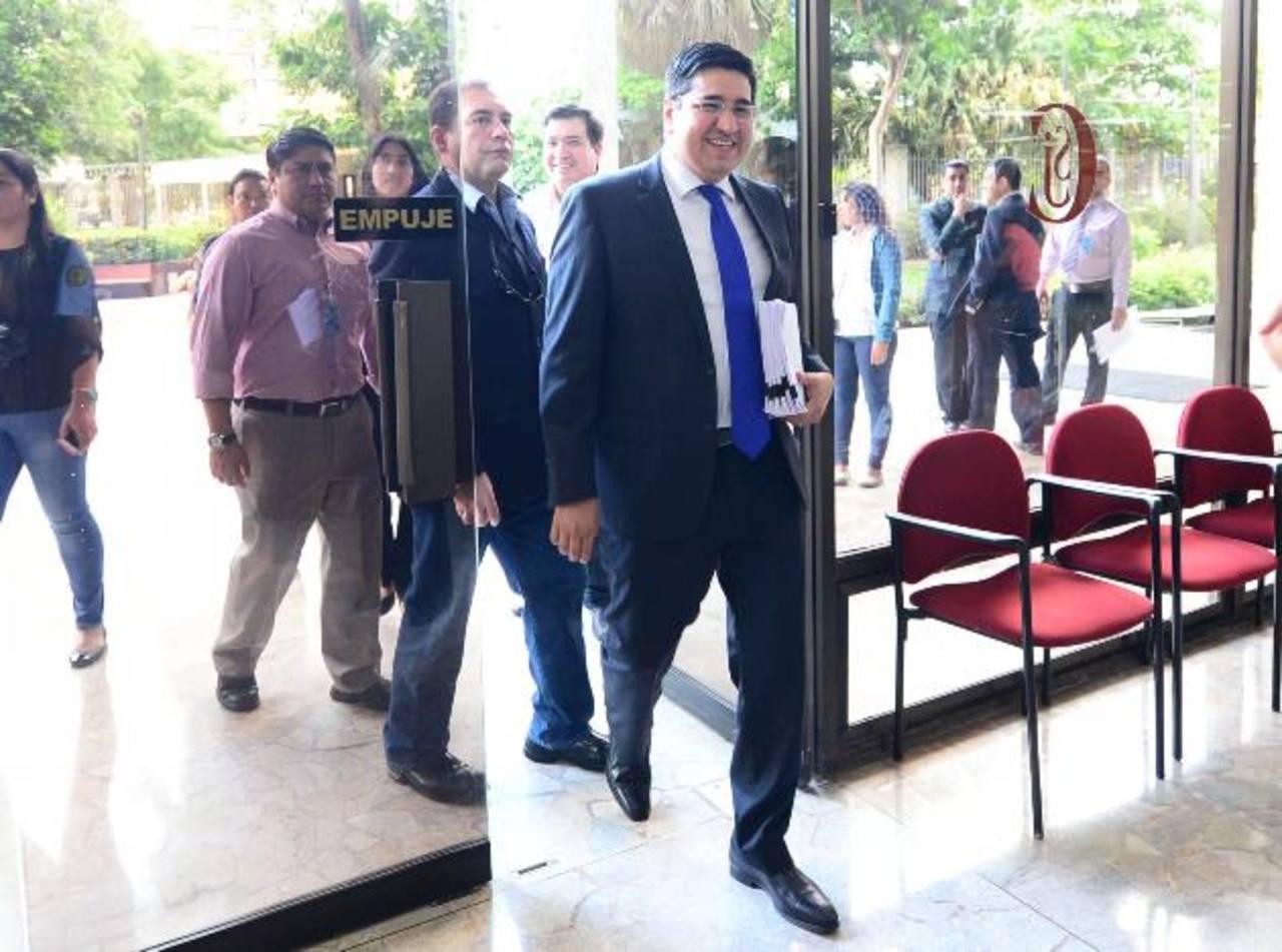 Douglas Avilés, diputado de CD, y quien perdió su reelección en las pasadas elecciones puso un amparo en la Sala de lo Constitucional de la Corte Suprema de Justicia. foto edh / MIGUEL VILLALTA