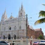 Los alrededores de la Catedral de Santa Ana permanecen sucios y malolientes, sin que la alcaldía haga algo. foto edh / Iris Lima