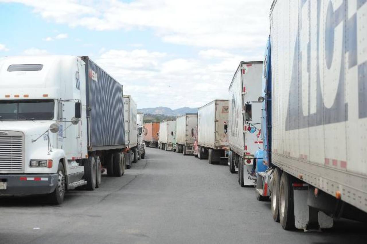 Problemas aduanales obstaculizan que el transporte de mercancías sea más fluido. Foto EDHLos transportistas mantienen quejas sobre el proceso para entrar y salir de las aduanas en Centroamérica. Foto EDH