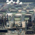 Arabia Saudita eleva producción de crudo y lleva bajar precio más