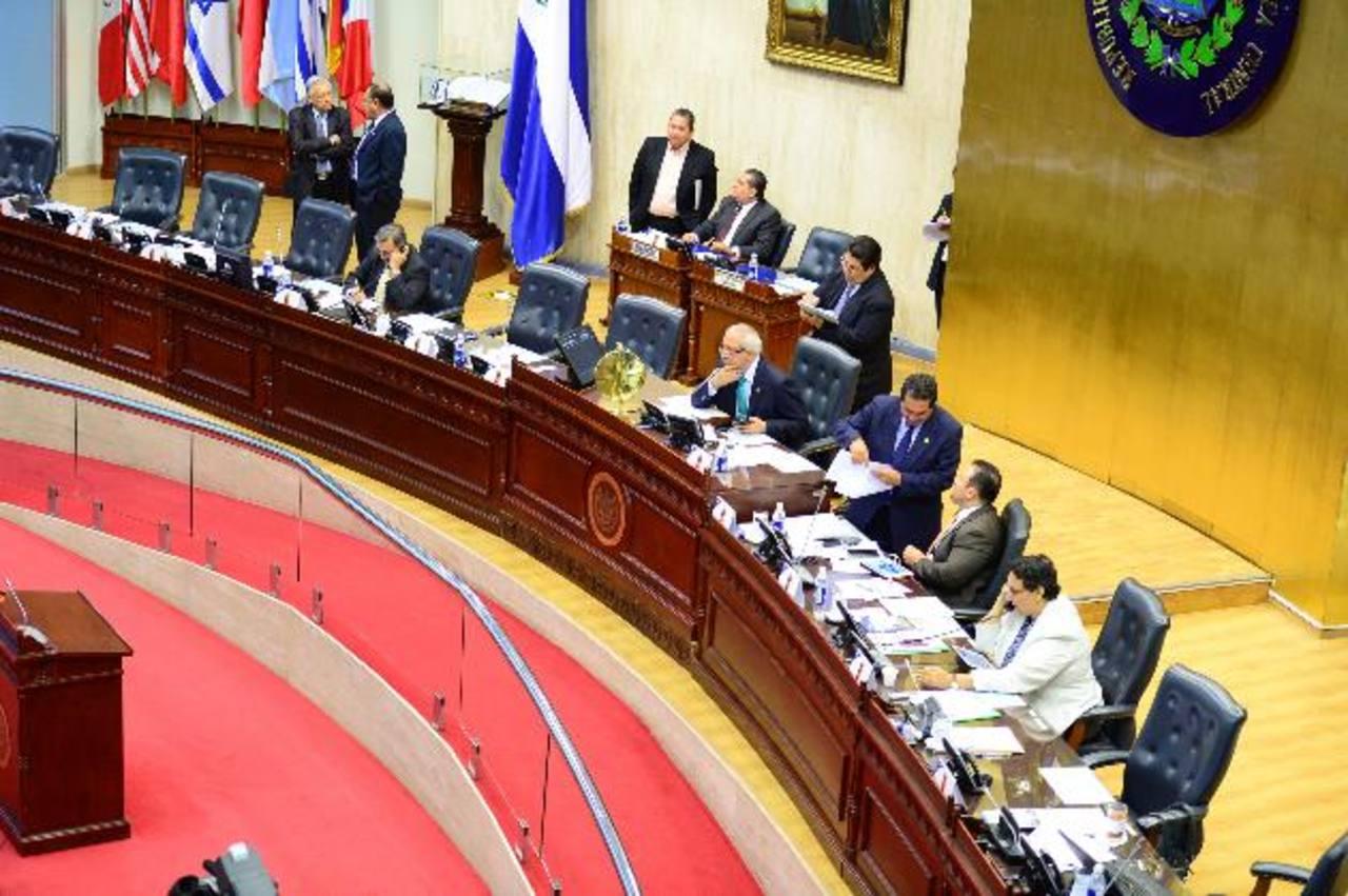 Seis diputados de la Directiva que ya no seguirán en la Asamblea recibirán el 66 % del bono que la Asamblea cancela normalmente en junio. foto edh / ARCHIVO